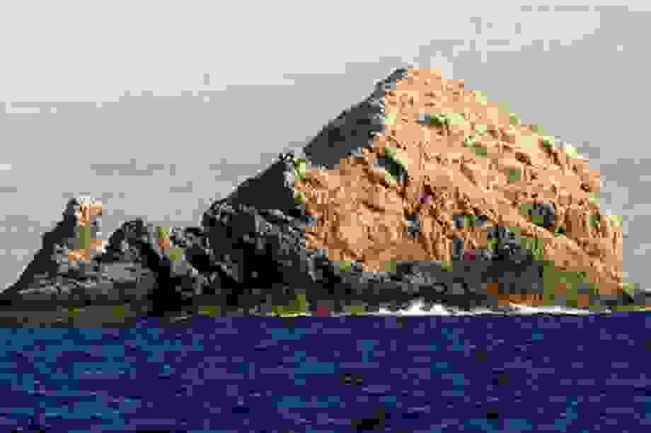 Núi lửa hình khiên lớn nhất Trái Đất nằm trên Quần đảo Hawaii