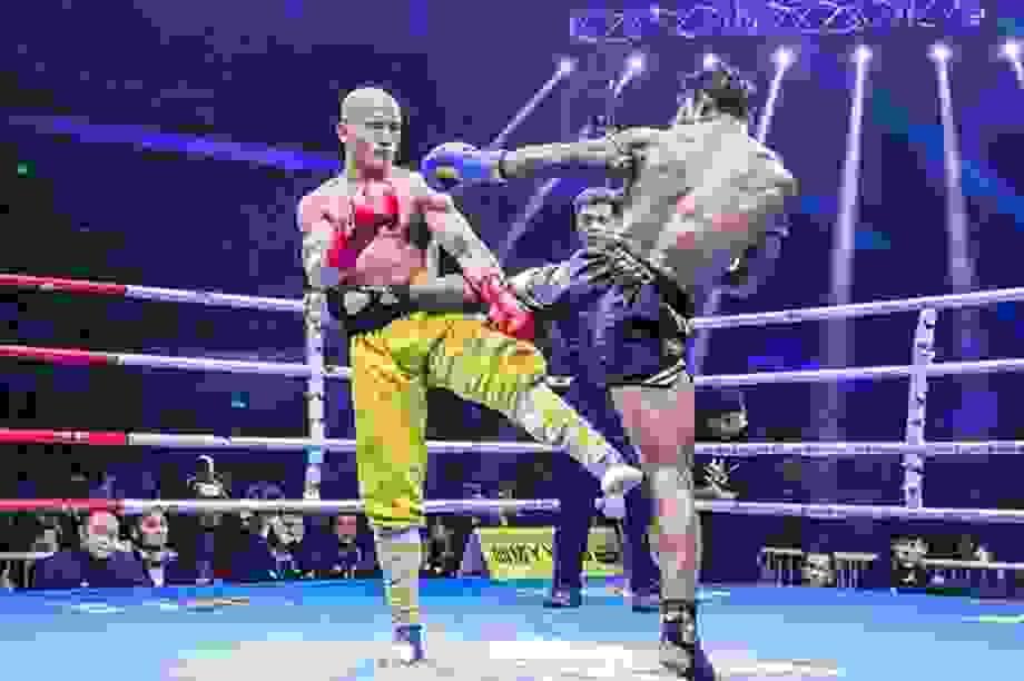 """Bị đánh tơi tả, Nhất Long vẫn thắng """"ông hoàng Muay Thái"""""""