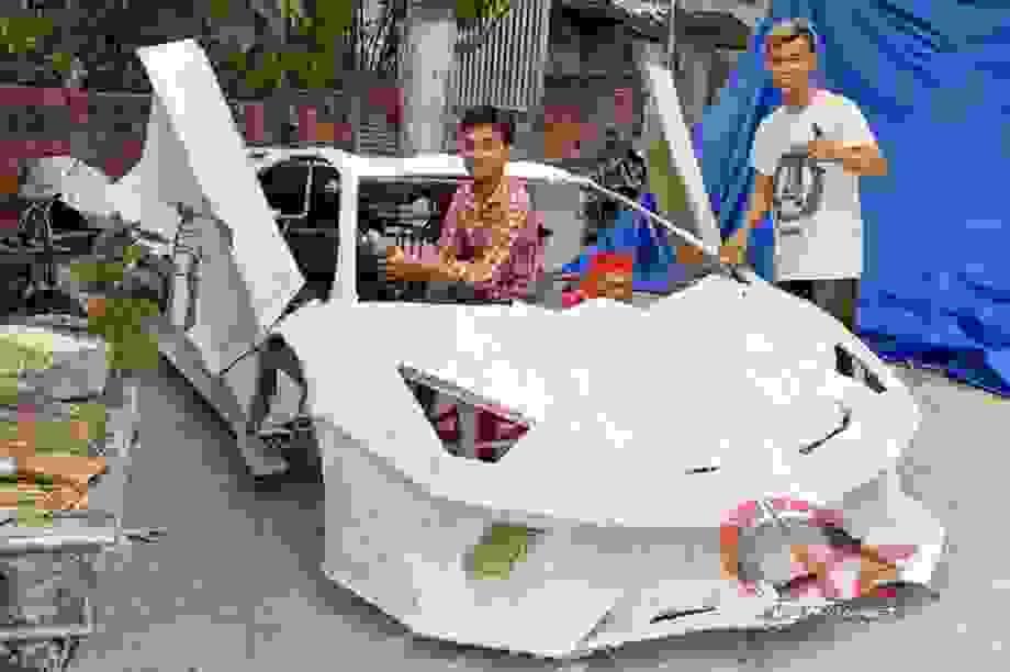 """Chế """"siêu xe"""" bìa carton, chàng trai nổi tiếng chưa 1 lần ngắm xe thật"""