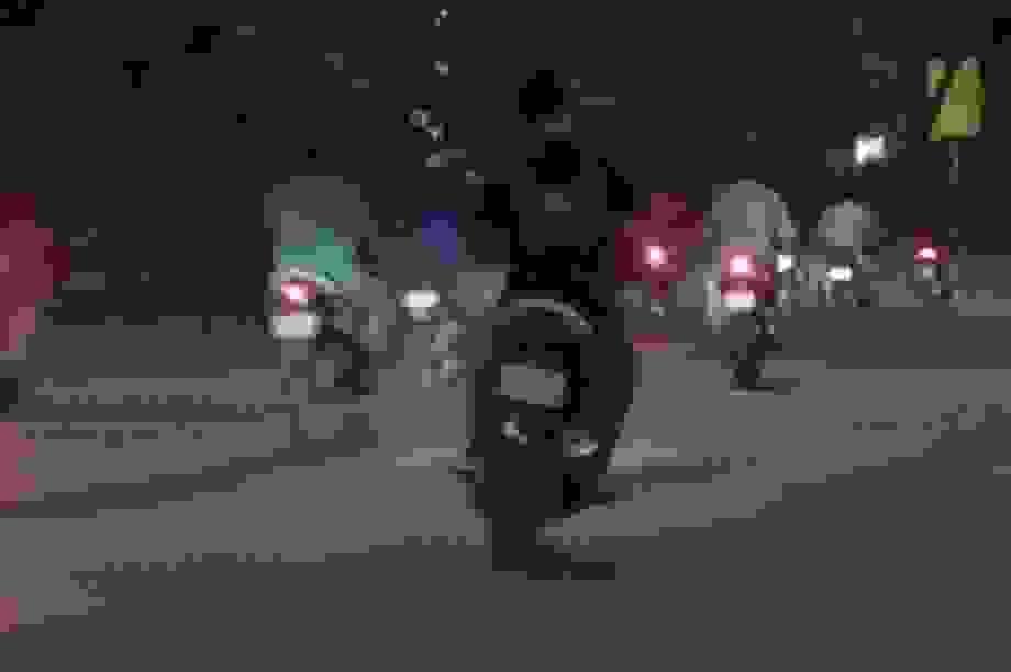 CSGT diễn tập bắt hàng chục quái xế đua xe lúc rạng sáng