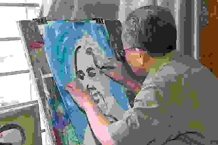 Câu chuyện bức tranh vẽ Bác Hồ bằng máu của người họa sĩ mù