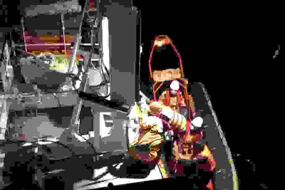Cứu 7 ngư dân trên tàu chìm trong giông lốc