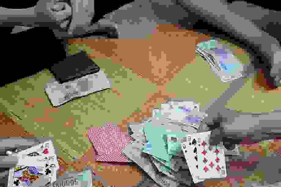 Phó Trưởng công an phường tham gia sòng bạc bị bắt quả tang, xử lý hình sự