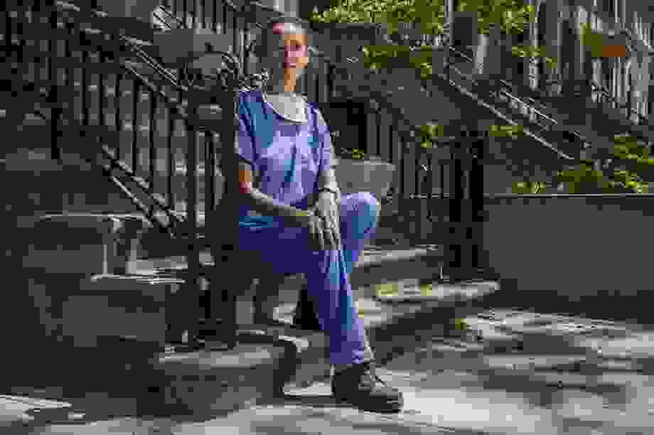 Nhật ký một tháng quay cuồng với xác chết Covid-19 của nữ sinh Mỹ