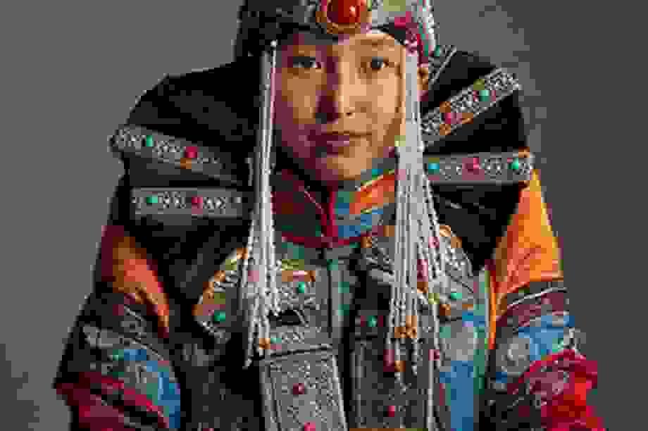 Vẻ đẹp sắc màu qua trang phục du mục truyền thống Mông Cổ
