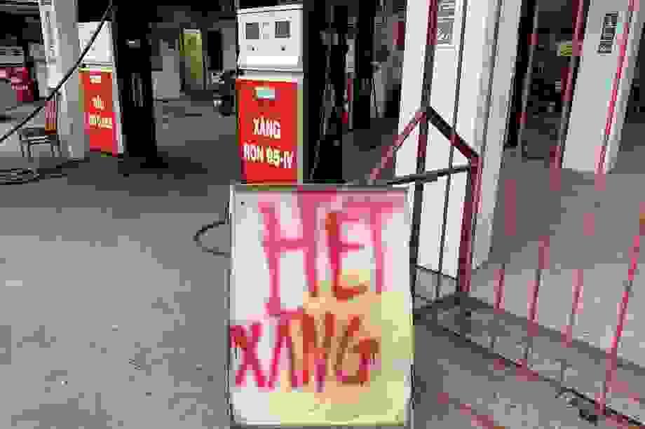 Trước ngày tăng giá: Hàng loạt cửa hàng đóng cửa, thông báo hết xăng