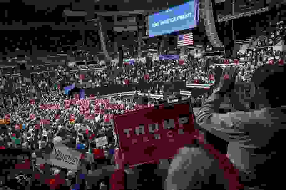 """Tổng thống Trump đặt cược tương lai chính trị vào """"ván bài kinh tế"""""""