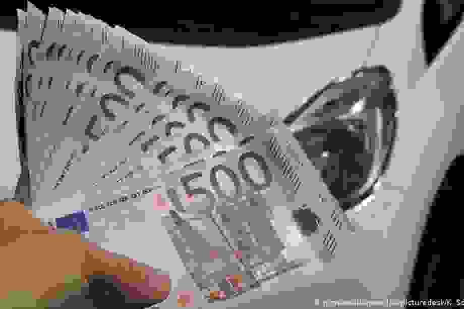 """Đức, Pháp lên kế hoạch """"bơm tiền"""" giải cứu ngành ô tô"""