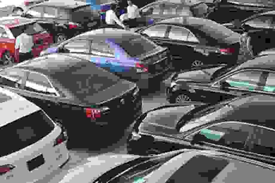 Lần đầu mua ô tô, chọn xe mới hay xe cũ?