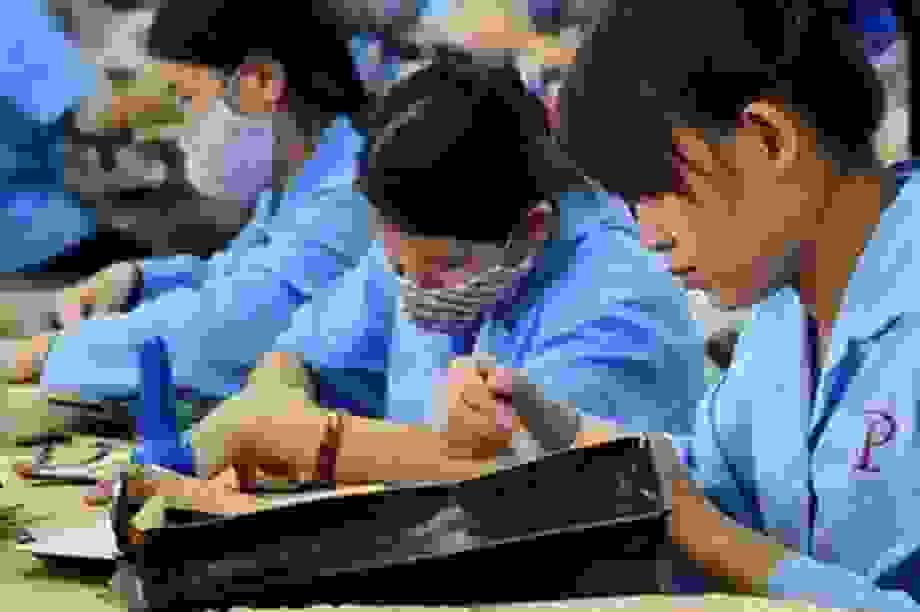 Từ tháng 1/2021, lao động nữ được chăm sóc sức khỏe như thế nào?