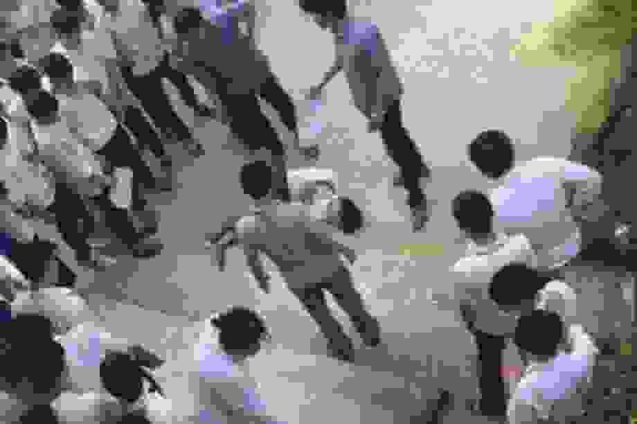 Thanh Hóa: Nam sinh lớp 10 bất ngờ nhảy từ tầng 2 xuống sân trường