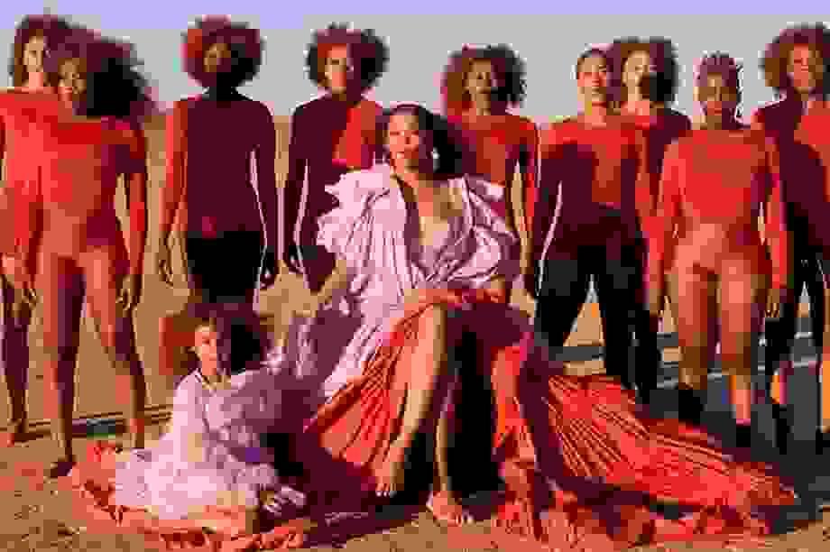 """Beyonce gây sốt với hình ảnh đẹp """"mãn nhãn"""" trong album visual mới"""