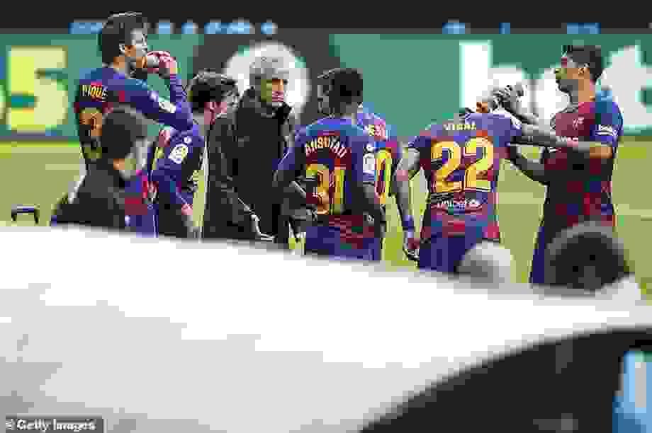 Messi và đồng đội mâu thuẫn gay gắt với HLV Quique Setien