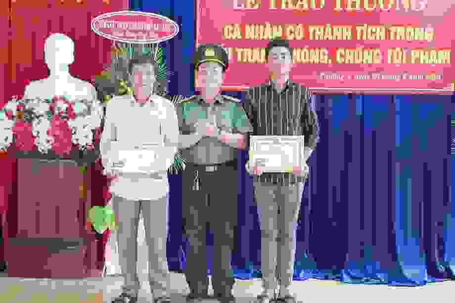 Bắt trộm có hung khí nguy hiểm, 2 công dân được khen thưởng