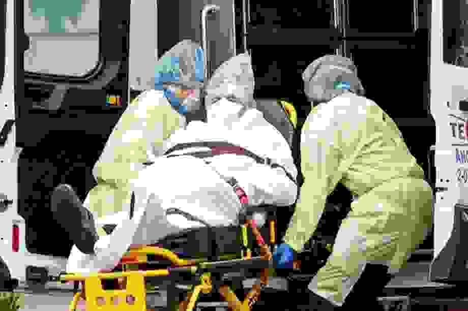 """Bệnh viện Mỹ đối mặt nguy cơ """"vỡ trận"""" vì Covid-19"""