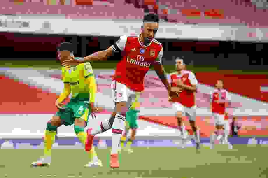 Arsenal 4-0 Norwich: Aubameyang được tặng hai bàn thắng