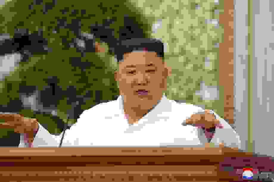 """Ông Kim Jong-un cảnh báo khủng hoảng """"vượt sức tưởng tượng"""" vì Covid-19"""