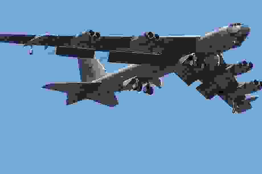 Mỹ đưa B-52 tới Biển Đông tập trận cùng 2 tàu sân bay