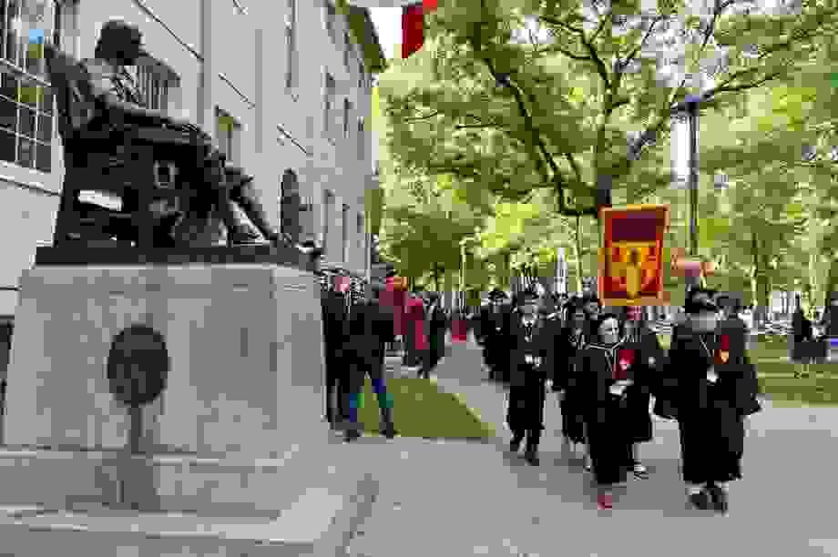 Đại học Mỹ kiện chính phủ vì quy định trục xuất sinh viên học trực tuyến