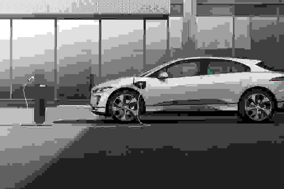 Jaguar I-Pace thông minh hơn, sạc điện nhanh hơn