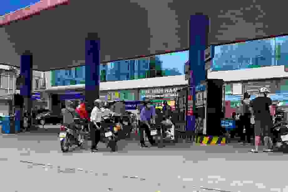 """Giá xăng dầu bất ngờ """"đứng im"""" sau 4 phiên tăng liên tiếp"""
