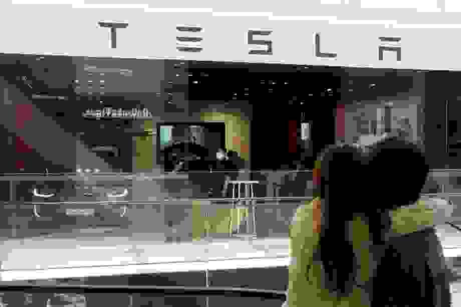 """Tesla """"hạ đo ván"""" Hyundai tại Hàn Quốc"""