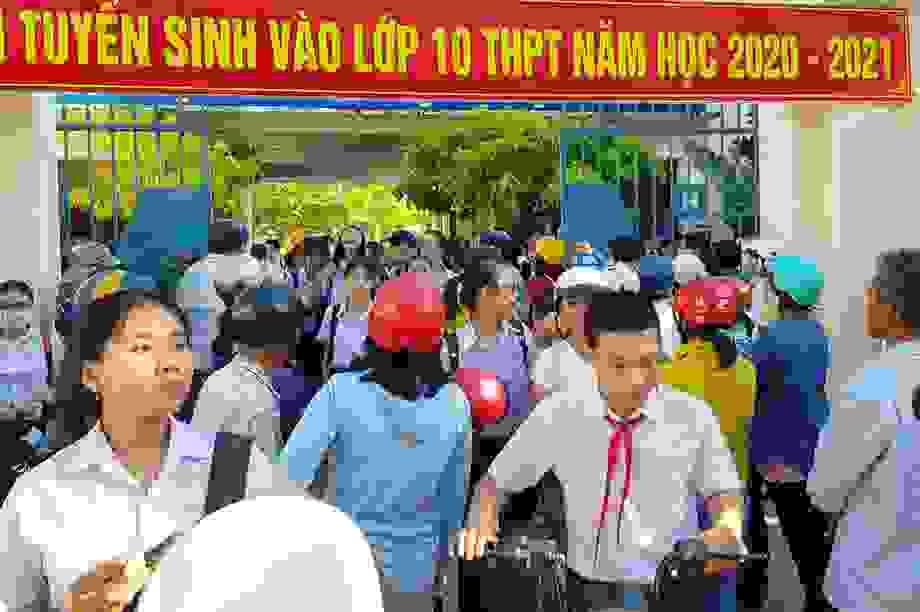 """Thi lớp 10 tại Khánh Hòa: Đề toán """"dễ thở"""", thí sinh phấn khởi ra về"""