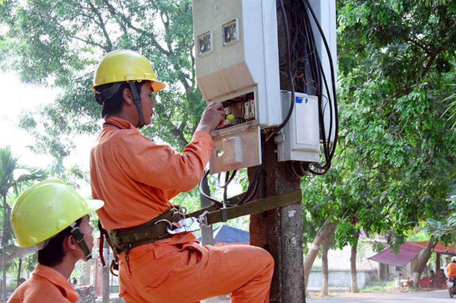 Tiền điện tăng bất thường vì đấu nhầm… công tơ: Xem xét kỷ luật cán bộ