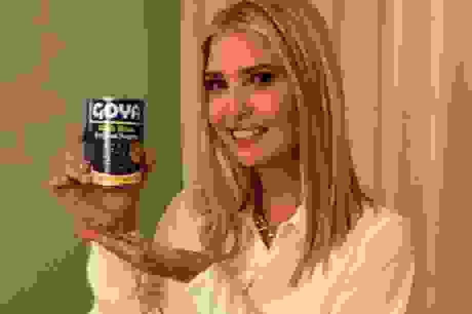 Ái nữ nhà Trump gây tranh cãi vì đăng ảnh chụp với đồ ăn