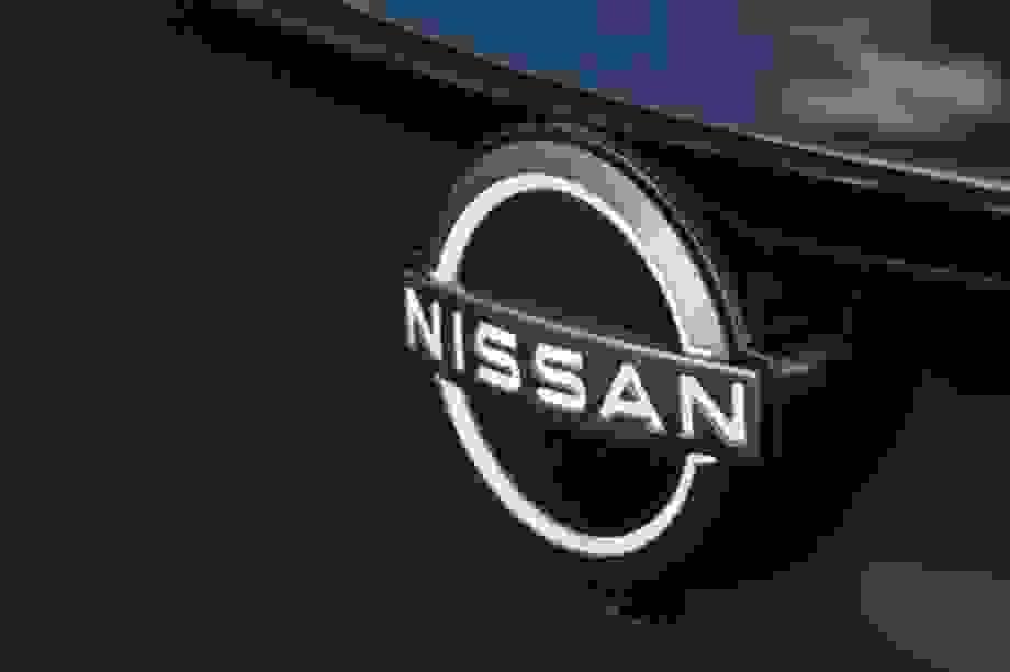 Nissan công bố logo mới