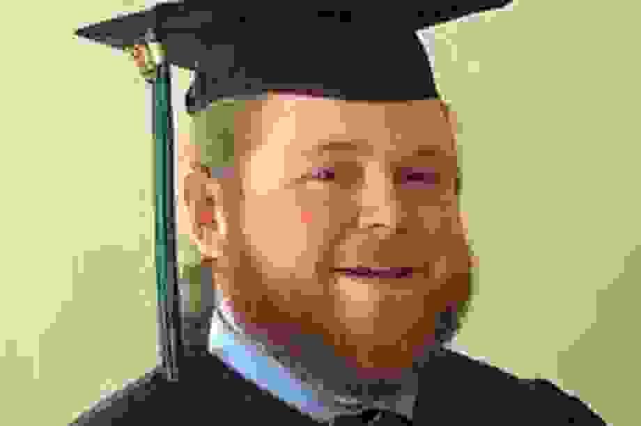 Mỹ: Lái xe buýt trở lại trường đại học nhờ sự cổ vũ của học sinh