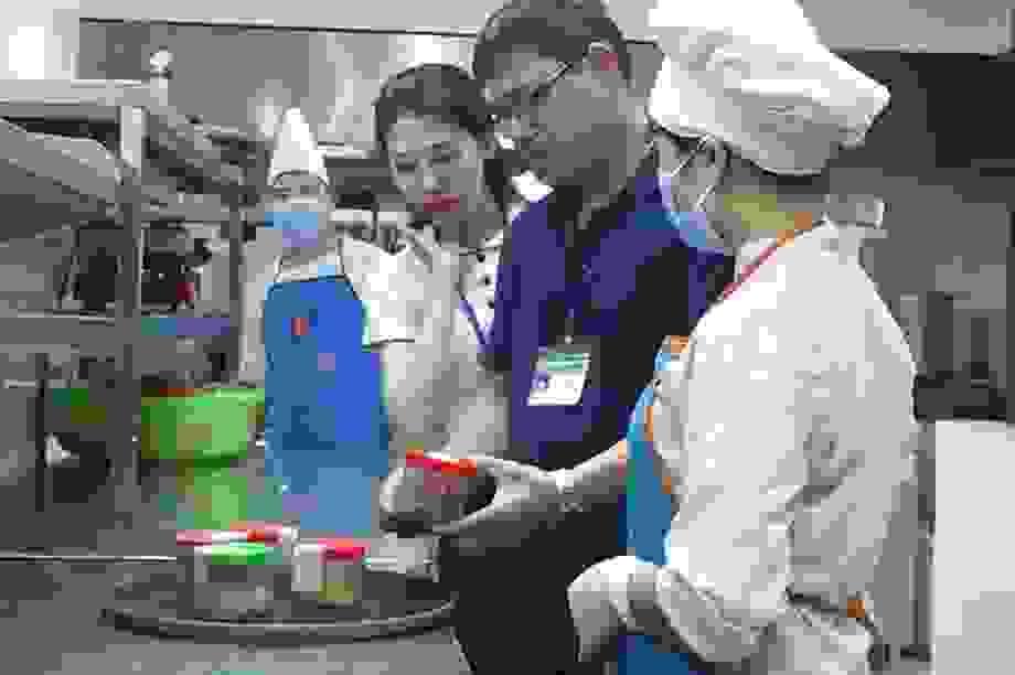 Lạng Sơn: Kiểm tra cơ sở ăn uống, chế biến suất ăn phục vụ người cách ly
