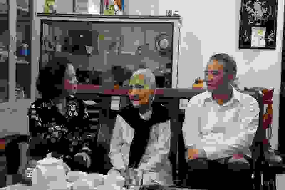 Trưởng Ban Dân vận Trung ương thăm gia đình chính sách tại Đà Nẵng