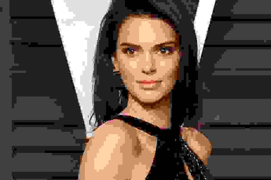 Kendall Jenner: Nhan sắc kiêu sa nhất trong các chị em nhà Kardashian