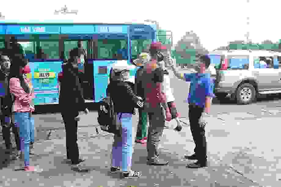 Đắk Nông: Dân về từ vùng dịch Covid-19 vẫn ra đường ăn sáng, cà phê...