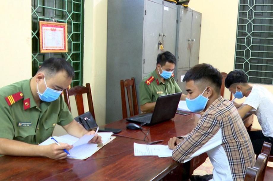 Xử phạt 2 công dân xuất, nhập cảnh trái phép sang Trung Quốc
