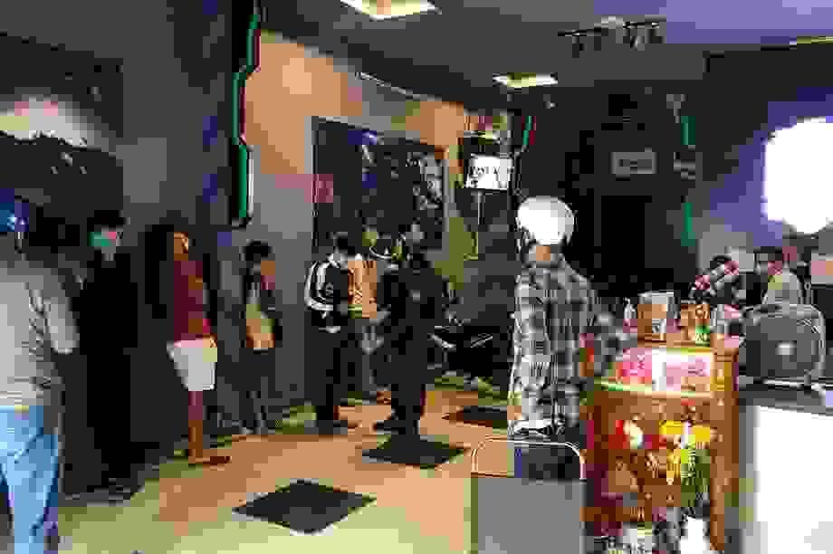 """Đà Nẵng: Một tiệm Internet """"mở cửa"""" phục vụ khách, chống lệnh cách ly"""