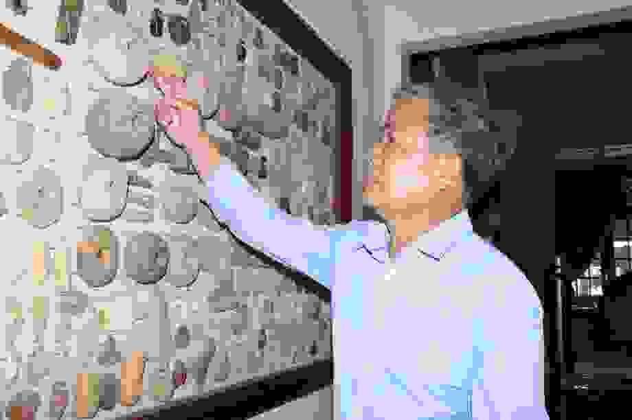 Người đàn ông dành cả thanh xuân để sưu tầm đá cổ