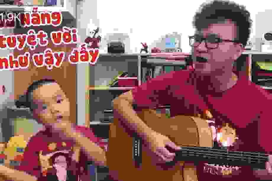 Clip: Hai bố con ở Hà Nội hát cổ động Đà Nẵng thu hút cư dân mạng