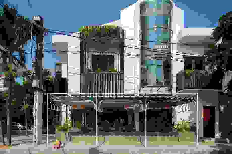 Hai ngôi nhà ở Sài Gòn được đập thông làm 1 gây bất ngờ vì thiết kế độc đáo