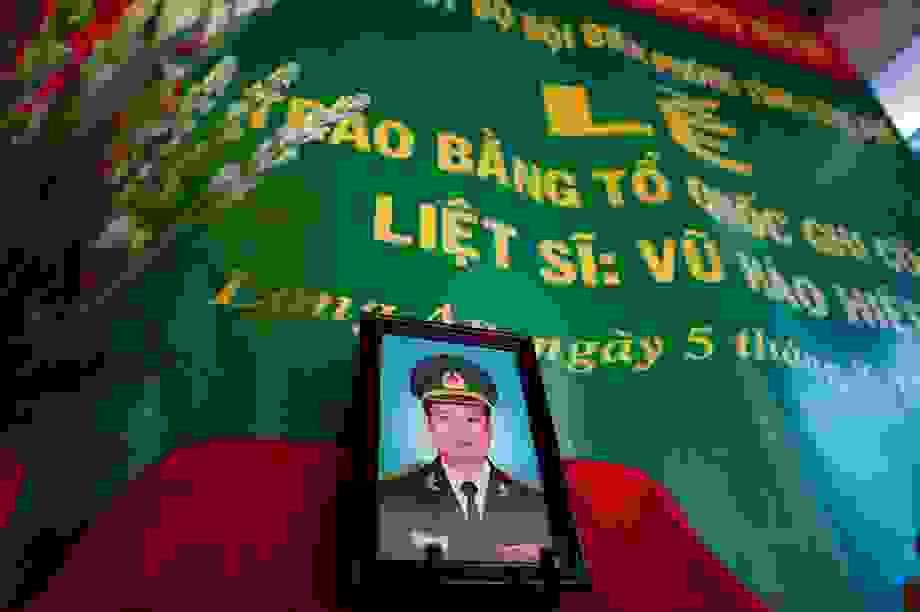 Xúc động lễ trao bằng Tổ quốc ghi công cho liệt sĩ Bộ đội Biên phòng