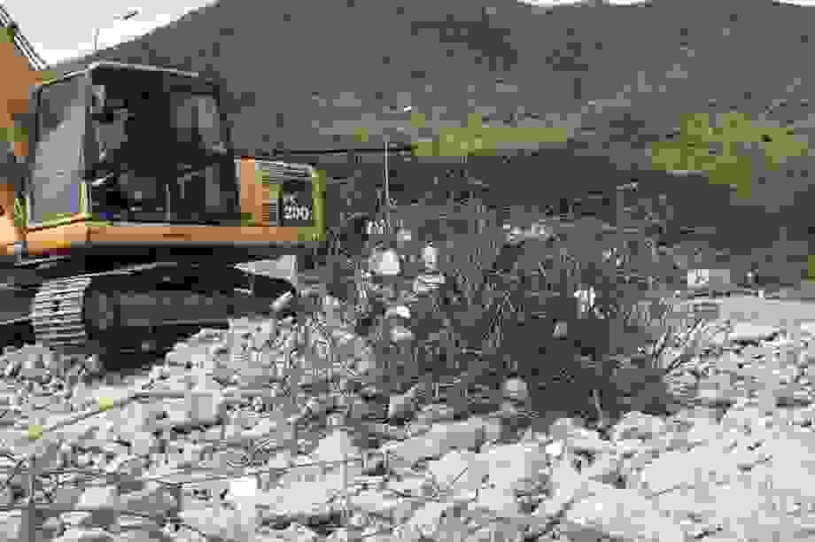 Tháo dỡ trạm thu phí Đèo Ngang sau 4 năm bỏ không