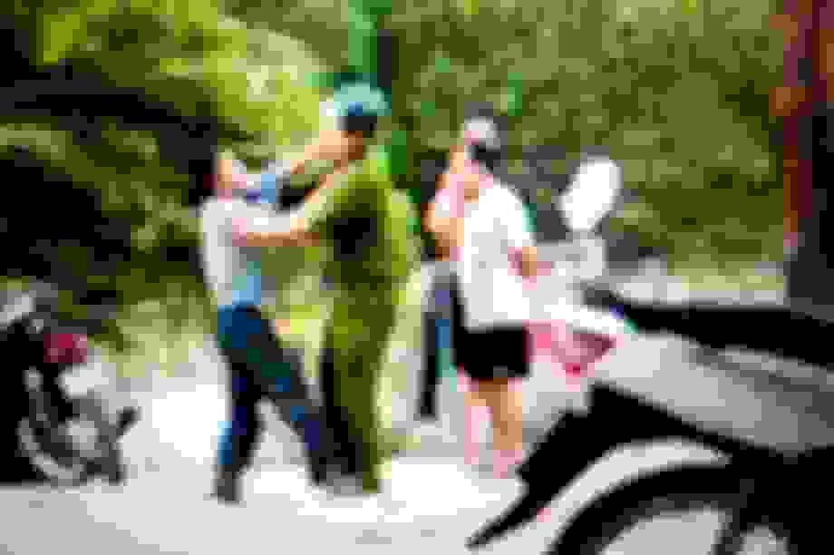 Khởi tố vụ án và bắt giam người đàn ông dùng điếu cày đánh cảnh sát khu vực