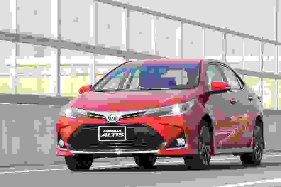Toyota giảm giá, thêm tiện nghi cho Corolla Altis 2020