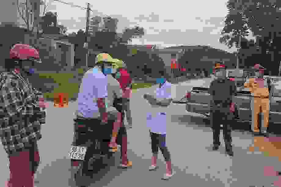 Hình ảnh phong tỏa khu vực nghi có bệnh nhân Covid-19 ở Bắc Giang