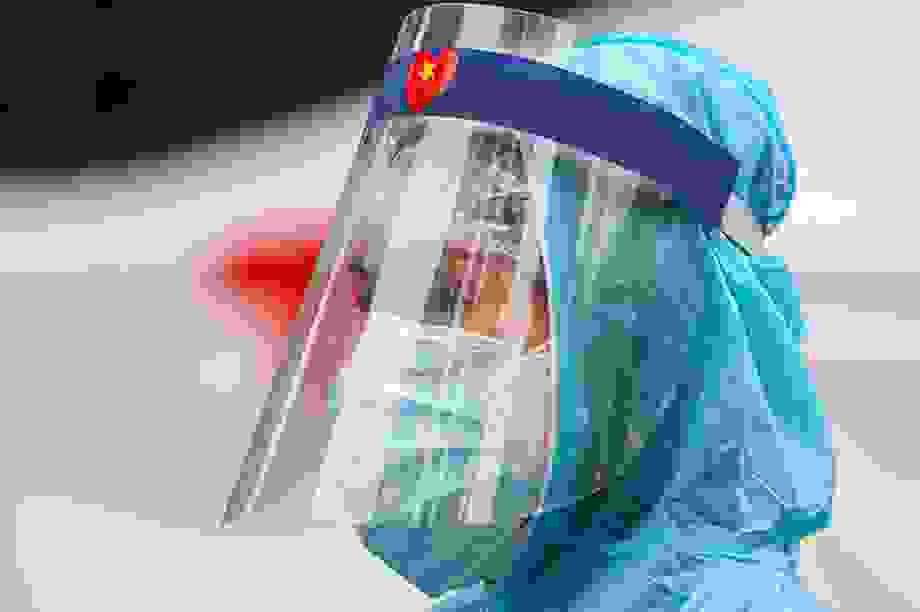6% ca Covid-19 mới ở Việt Nam là nhân viên y tế, chuyên gia nói gì?