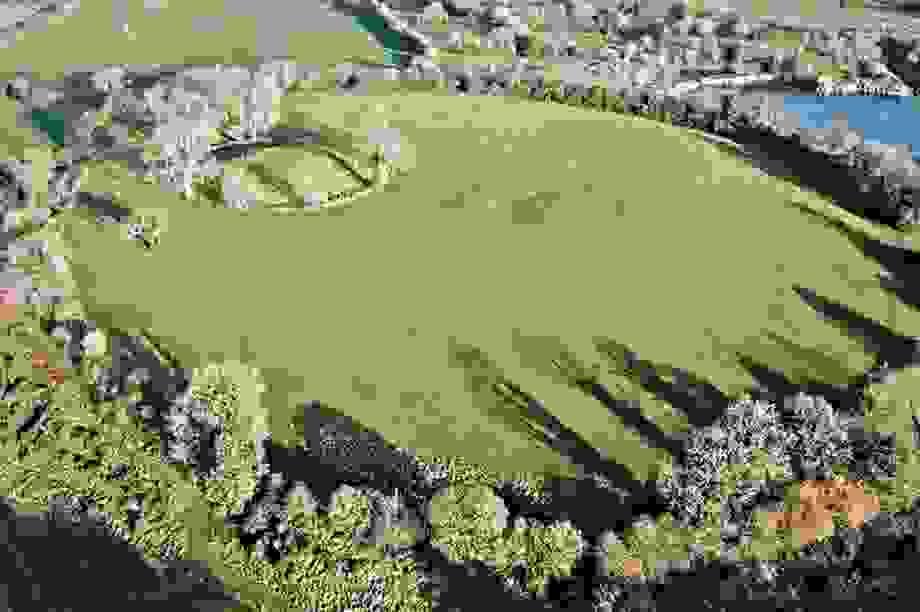 Quần thể đền cổ bí ẩn bên dưới pháo đài nổi tiếng ở Bắc Ireland