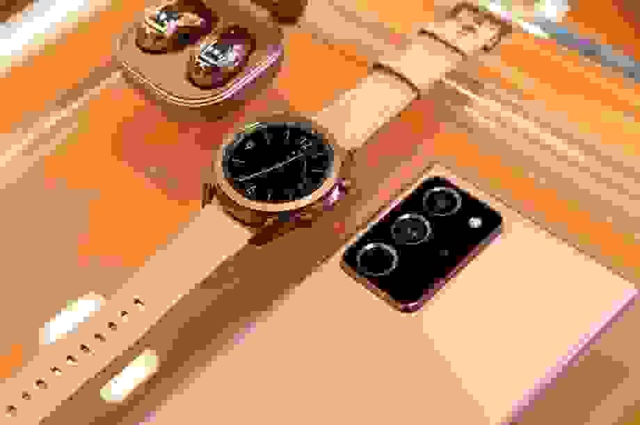 Chi tiết Samsung Galaxy Tab S7, smartwatch và tai nghe Galaxy Buds Live