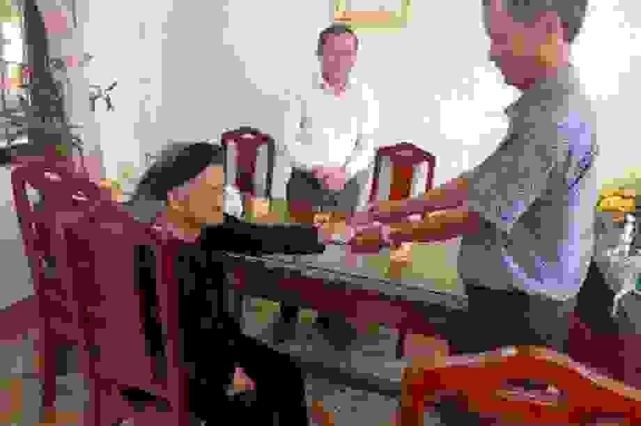 Mẹ Việt Nam Anh hùng 94 tuổi hai lần ủng hộ tiền chống dịch