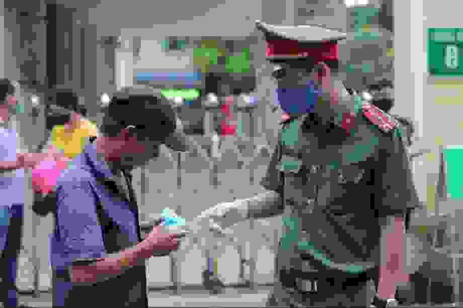 Hà Nội: Nhiều trường hợp không đeo khẩu trang nơi công cộng bị xử phạt